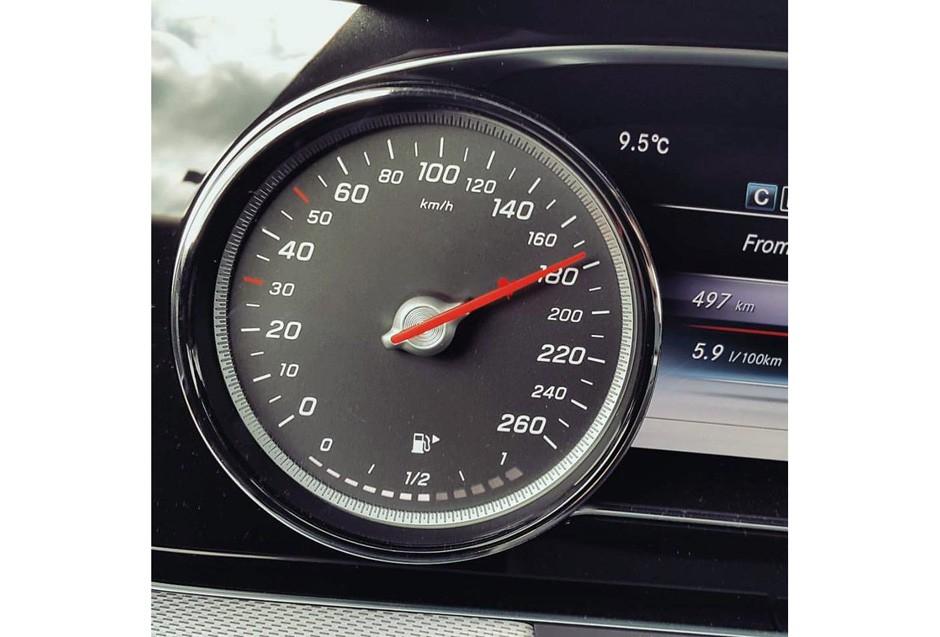 A 180 km/h em uma tarde qualquer e sem problemas com a lei (Foto: Ulisses Cavalcante)