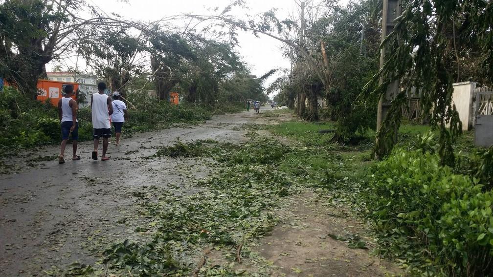 Ciclone tropical Ava deixou mortos e feridos em Madagascar; foto foi tirada em Toamasina no dia 5 de janeiro de 2018 e postada em redes sociais (Foto: Facebook/Tsirynantso via Reuters)