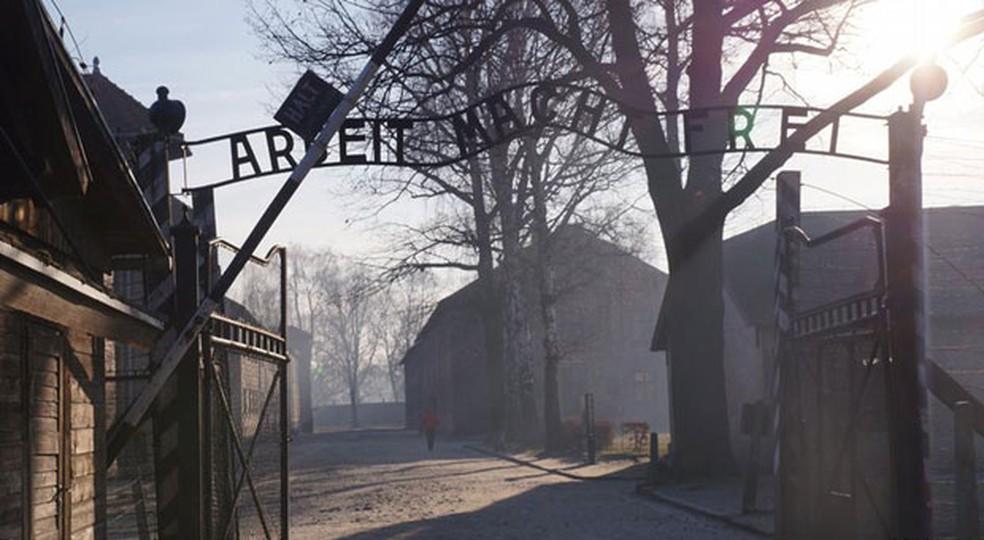 -  Entrada do campo de concentração de Auschwitz  Foto: DW/R. Romaniec