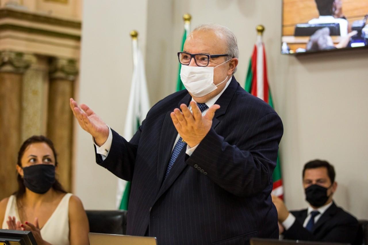 Boletim médico diz que Rafael Greca, que sofreu AVC, tem alta programada para sexta-feira (23)