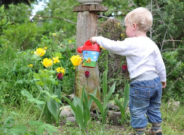 Por que você deve jardinar com seus filhos