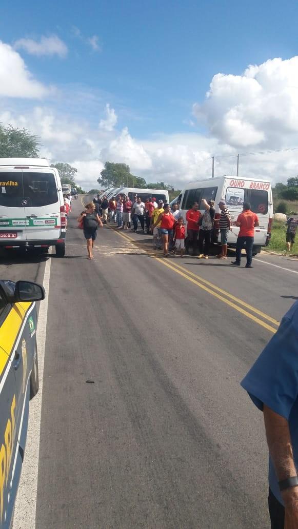 Mesmo com acordo, caminhoneiros mantêm protesto em rodovias de Alagoas