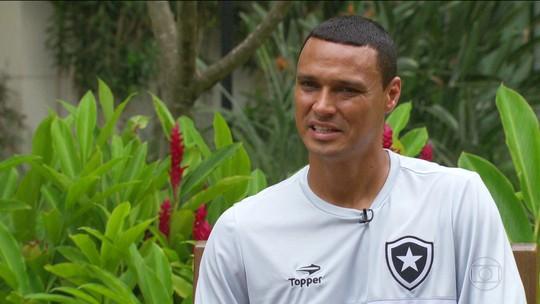 Braçadeira, emoção e ambição: Emerson Silva encontra a Libertadores