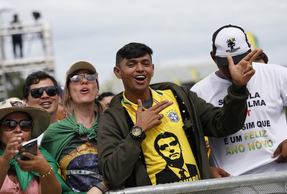 Público chega para posse de Bolsonaro, em Brasília — Foto: Silvia Izquierdo/AP