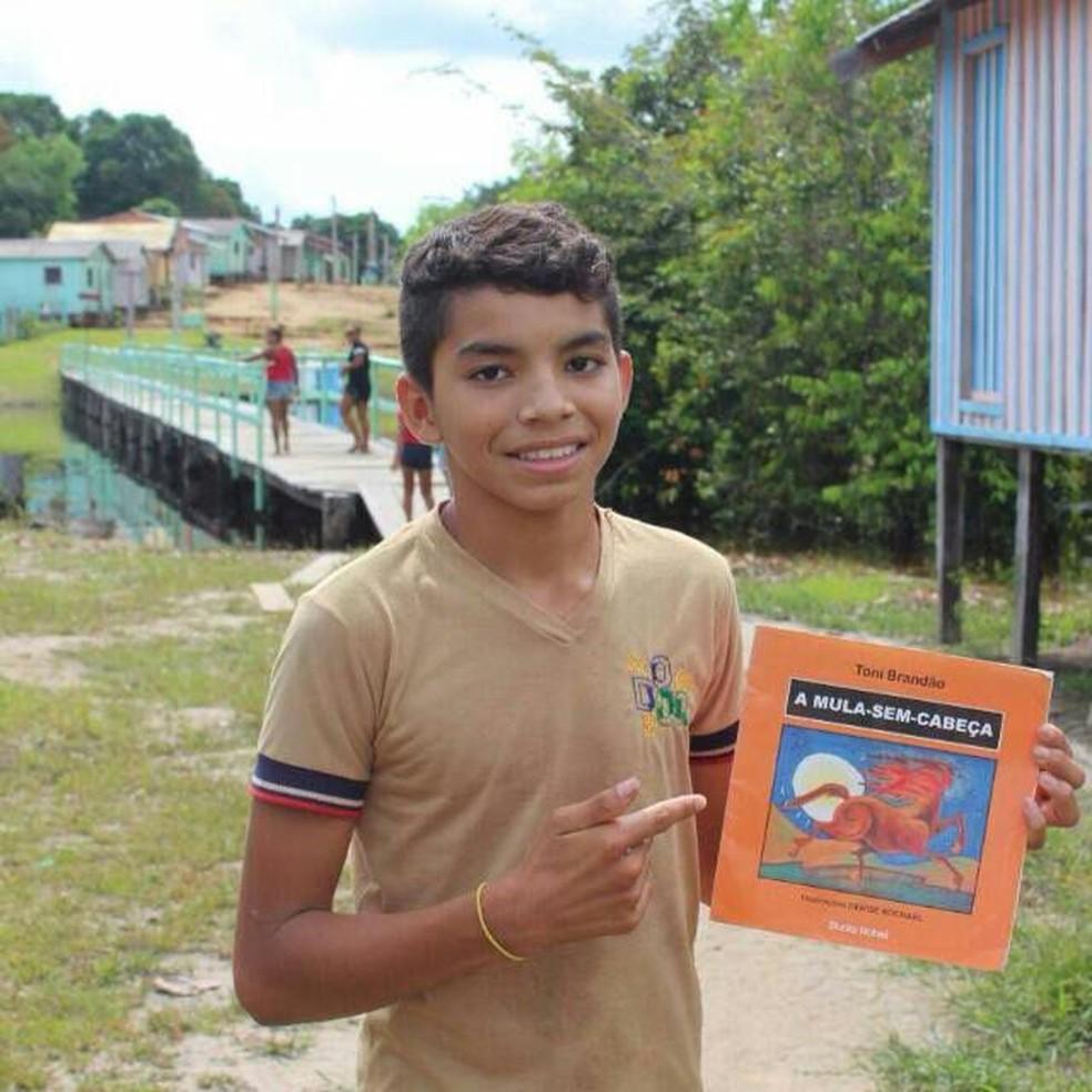 Mateus tem 14 anos e é morador de comunidade rural de Barcelos, no AM; ele é a 2ª pessoa a sobreviver à raiva humana no país (Foto: Arquivo pessoal)