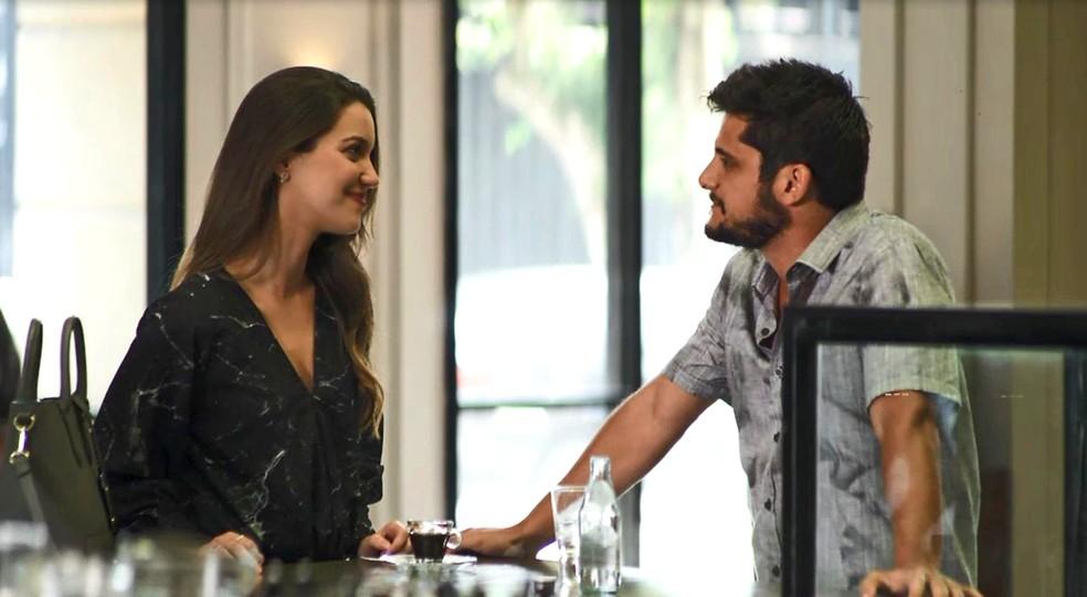 Fabiana (Nathalia Dill) decide dar o troco em Agno (Malvino salvador) e contrata os serviços de Bernardo (Bruno Gissoni), em 'A Dona do Pedaço' — Foto: Globo