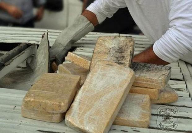 Investigadores dizem que o quilo de cocaína é vendido nos países produtores - Colômbia, Peru e Bolívia - por cerca de US$ 2 mil e chega ao Brasil custando aproximadamente US$ 6 mil; na Europa, vale entre US$ 35 mil e US$ 40 mil (Foto: SECOM/PF)