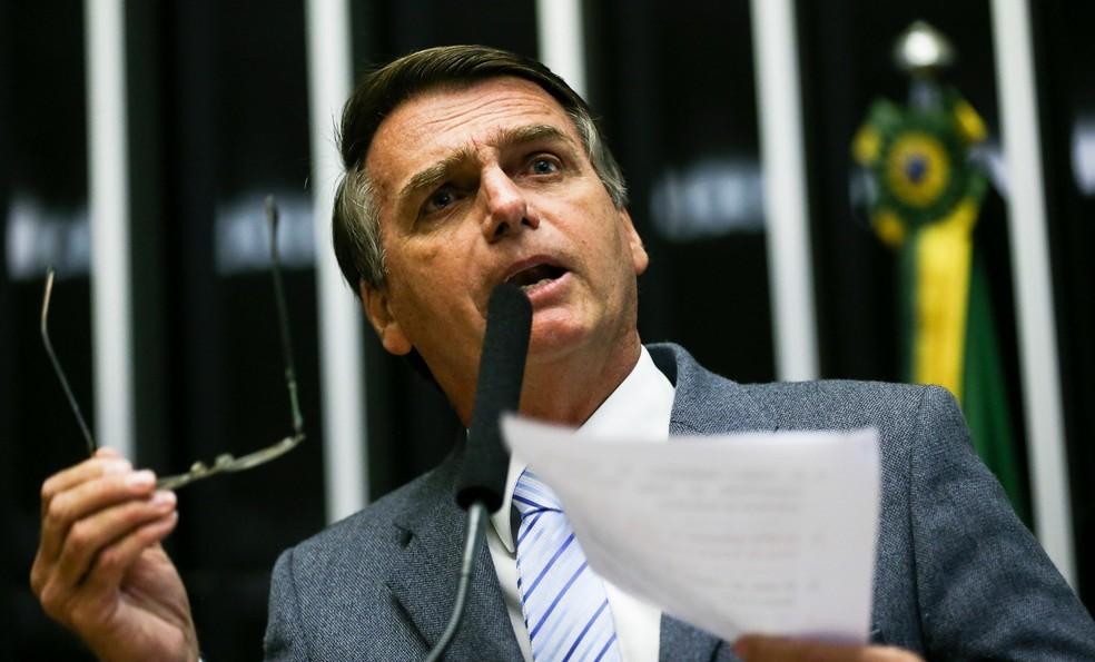 Bolsonaro muda de opinião agora é a favor de famílias cubanas