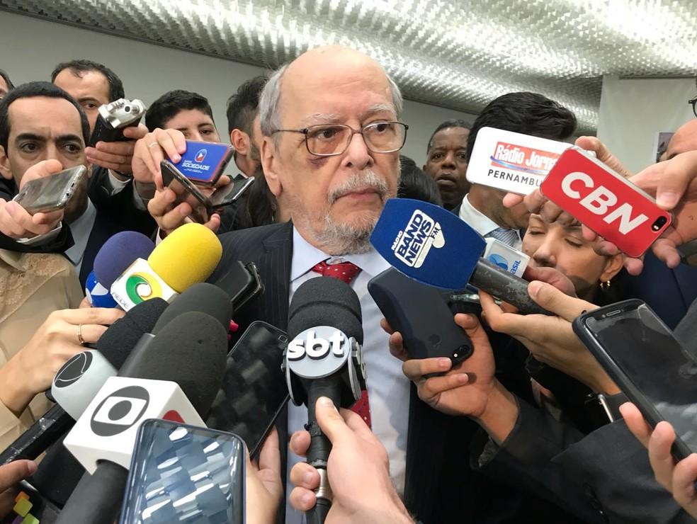 O advogado do ex-presidente Lula, Sepúlveda Pertence, ex-presidente do STF (Foto: Bernardo Caram/G1)