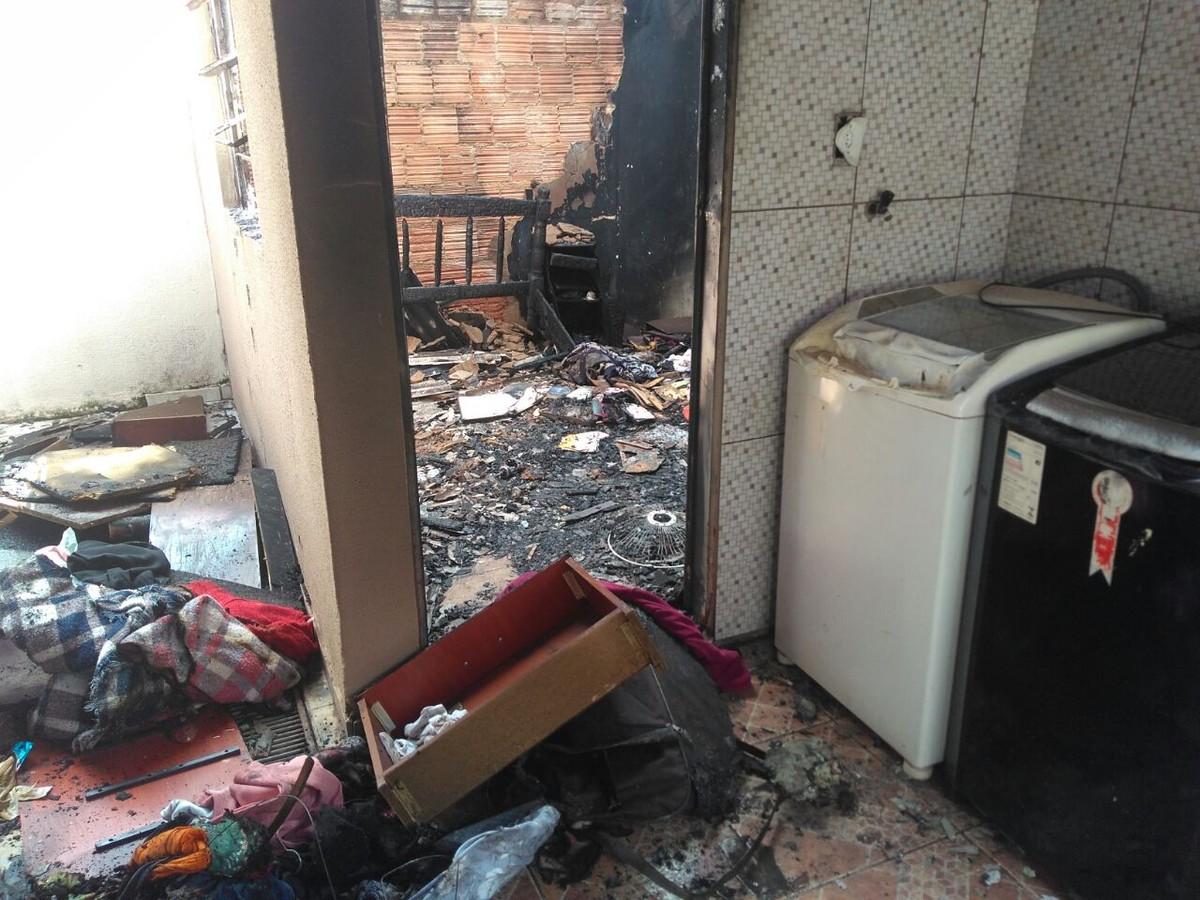 Incêndio destrói casa de idosa de 81 anos em bairro de Campo Grande