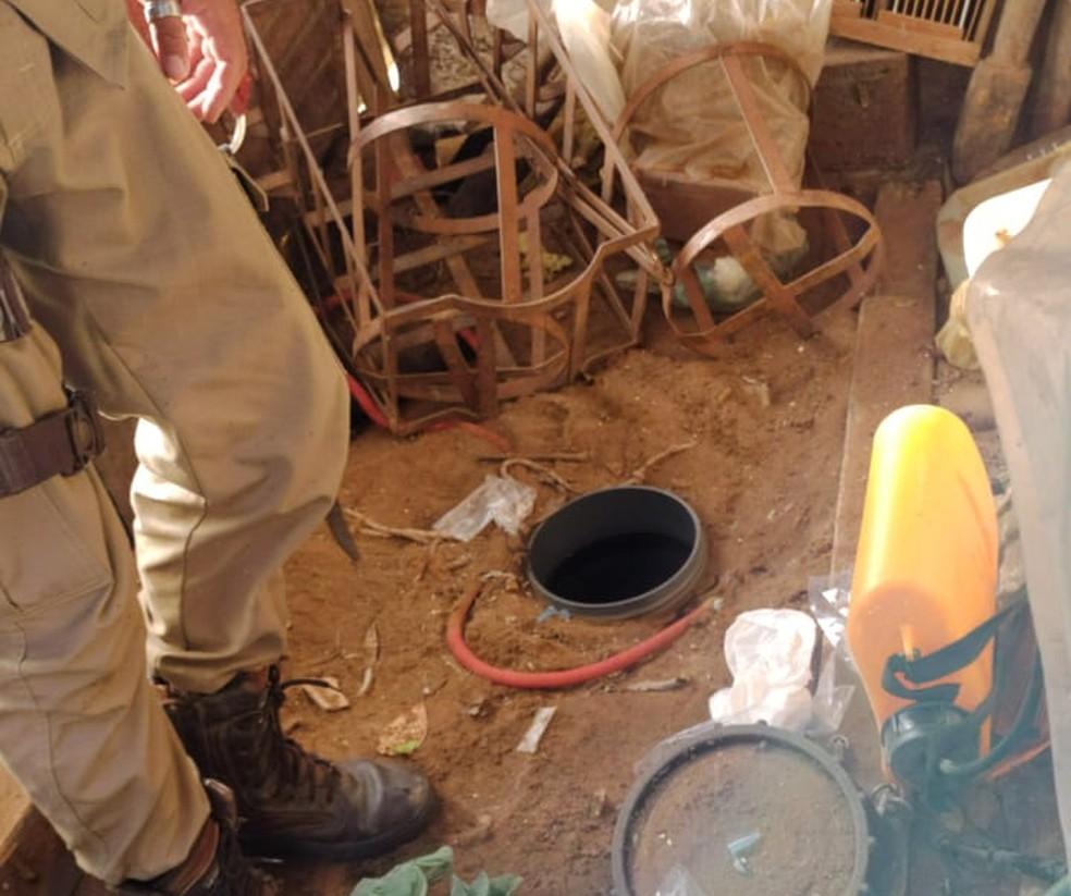 Drogas foram encontradas enterradas durante operação em Terra Nova — Foto: Polícia Civil/Divulgação