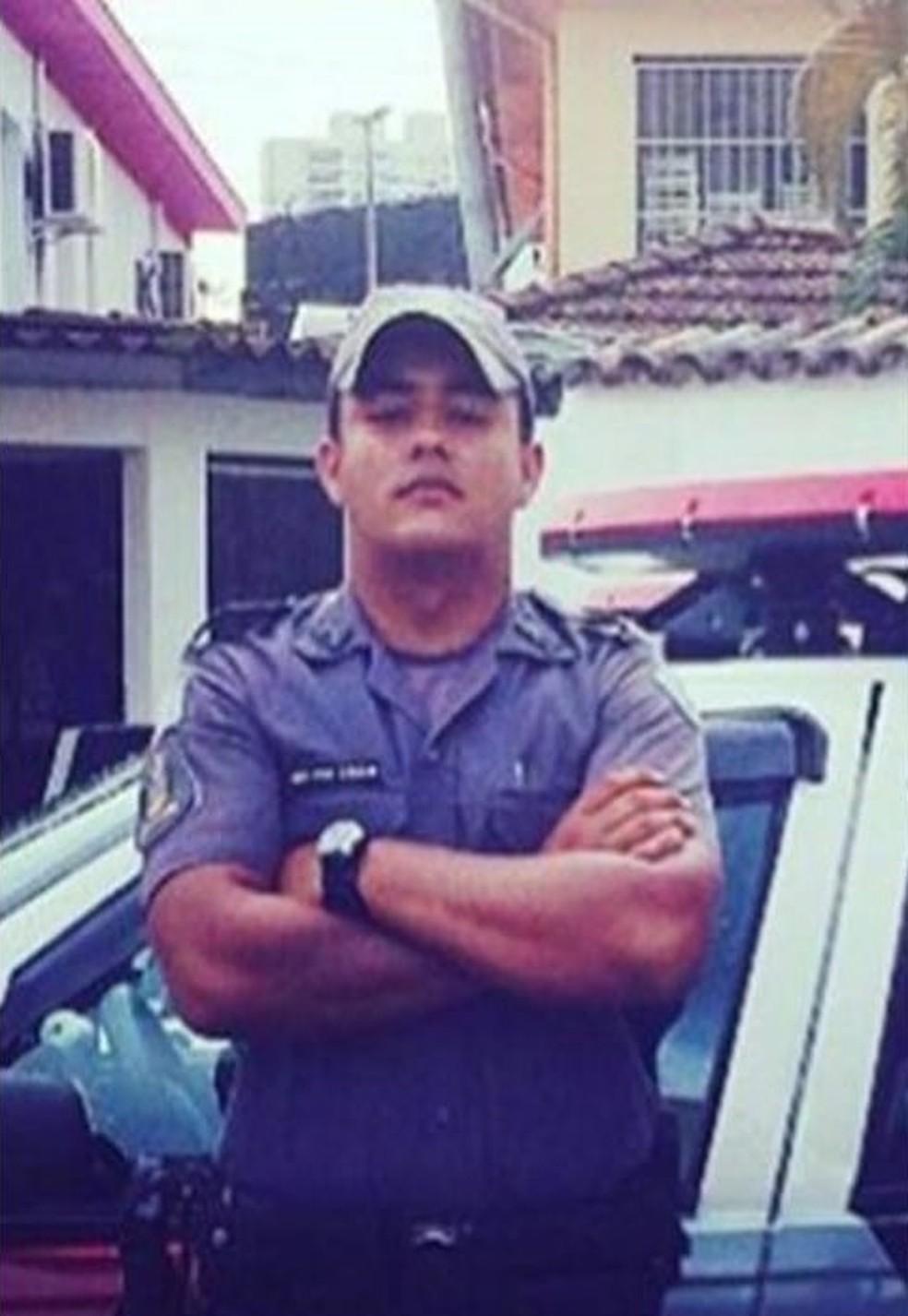 Policial envolvido em tiroteio no José Menino sofreu uma parada cardíaca e morreu no hospital. (Foto: Reprodução/ Facebook)