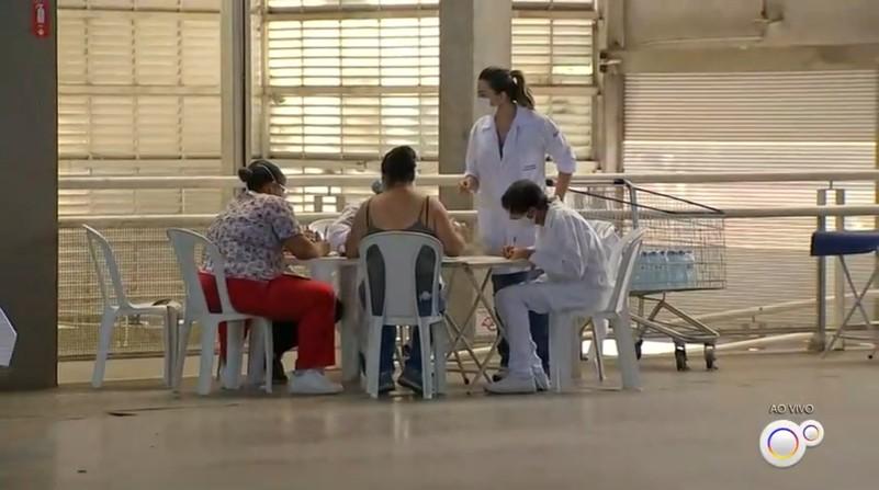 Idosos entre 77 e 79 anos são vacinados contra a Covid-19 em Jundiaí