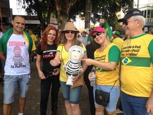 Grupo alega pedir fim da corrupção (Foto: Ísis Capistrano/ G1)