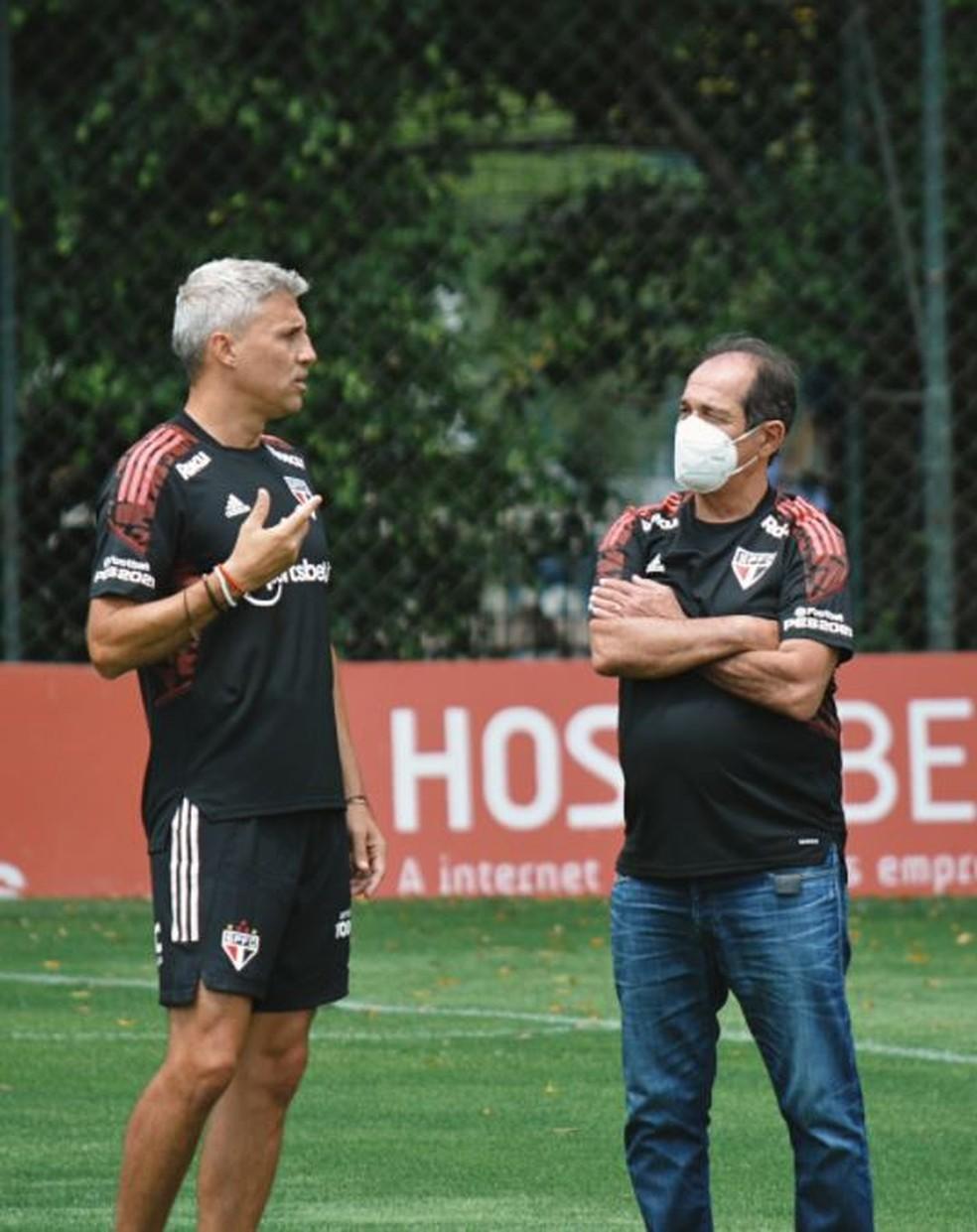 São Paulo volta aos treinos com bate-papo entre Muricy e Crespo após empate no clássico