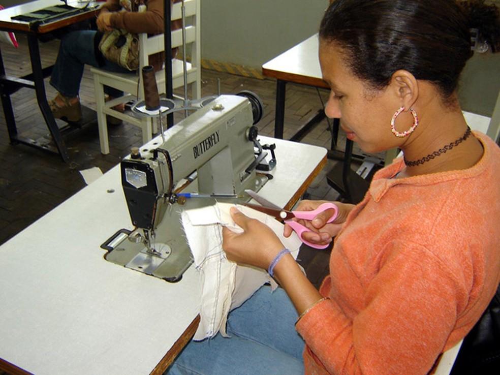 -  Entre as vagas disponíveis, há para costureira industrial.  Foto: Divulgação/Asscom Seastdh