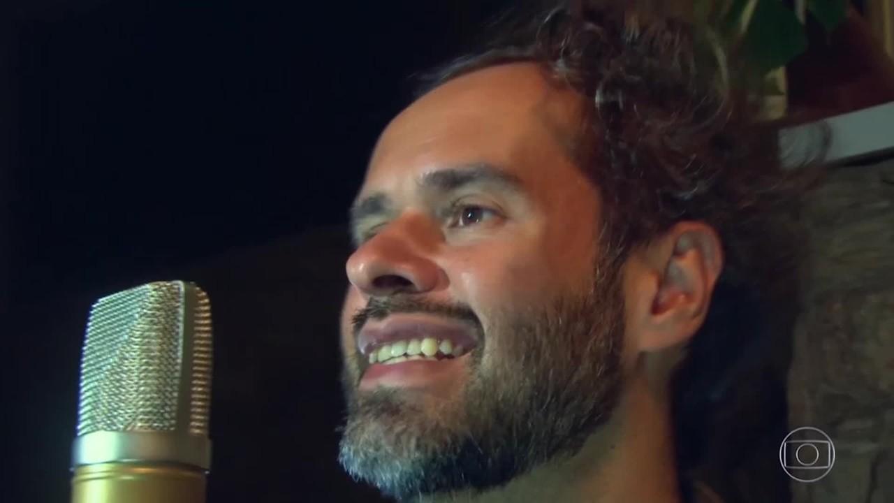 Marcelo Jeneci canta ´Oxente´