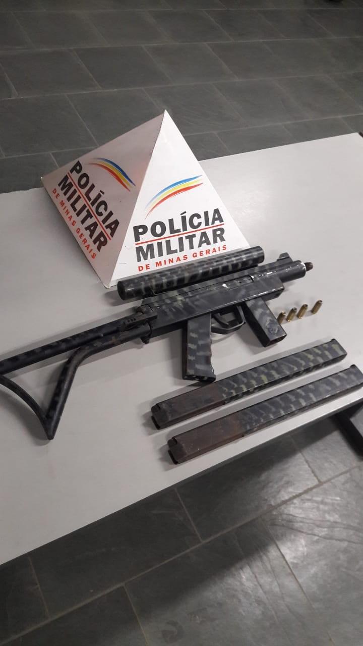 Submetralhadora é apreendida escondida em mochila em Machado, MG - Notícias - Plantão Diário