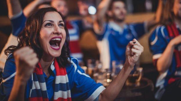Levantamento recente mostrou que camisa de times da Premier League saiu em média por US$ 68 nesta temporada (Foto: Getty Images/BBC)
