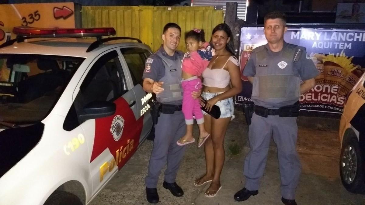 Policiais militares salvam menina de 4 anos engasgada com bolacha