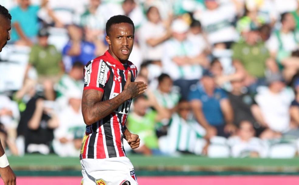 Éder Militão, longe de ser um destaque do time, tem se mostrado bastante útil (Foto: Rubens Chiri/saopaulofc.net)