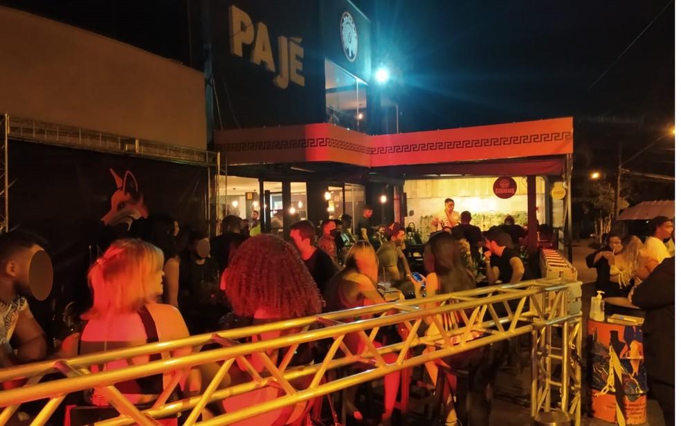 Bar foi interditado e multado por realizar aglomeração durante a pandemia do coronavírus em Goiânia — Foto: Reprodução/TV Anhanguera