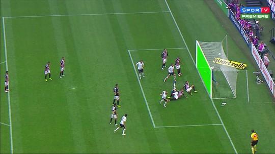 """Coronel Marinho diz que """"lance não é conclusivo"""" em gol do Corinthians não validado, mas vê erro de posicionamento"""