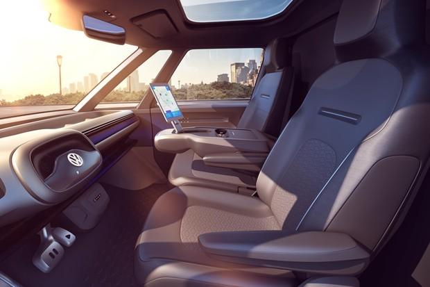 O interior tem volante que pode ser embutido no painel (Foto: Divulgação)