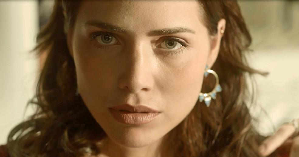 Rosa fica ainda mais linda com banho de loja (Foto: TV Globo)