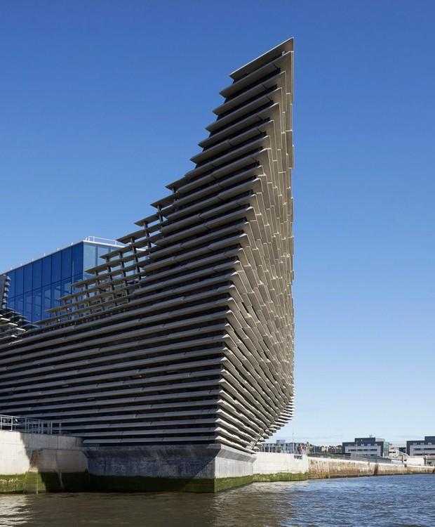 Em forma de navio, a construção foi feita para conectar a água ao meio urbano (Foto: Hufton + Crow/ Reprodução)