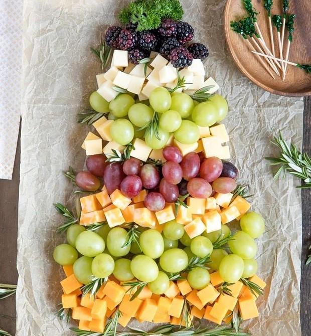 Tabua de petiscos com queijos e frutas (Foto: Reprodução / Instagram)