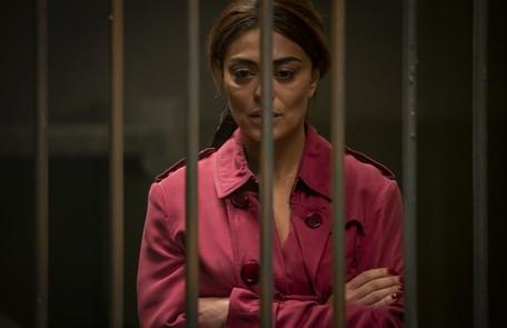 Na segunda-feira (19), Maria da Paz (Juliana Paes) irá atirar em Régis e será presa (Reynaldo Gianecchini) Reprodução