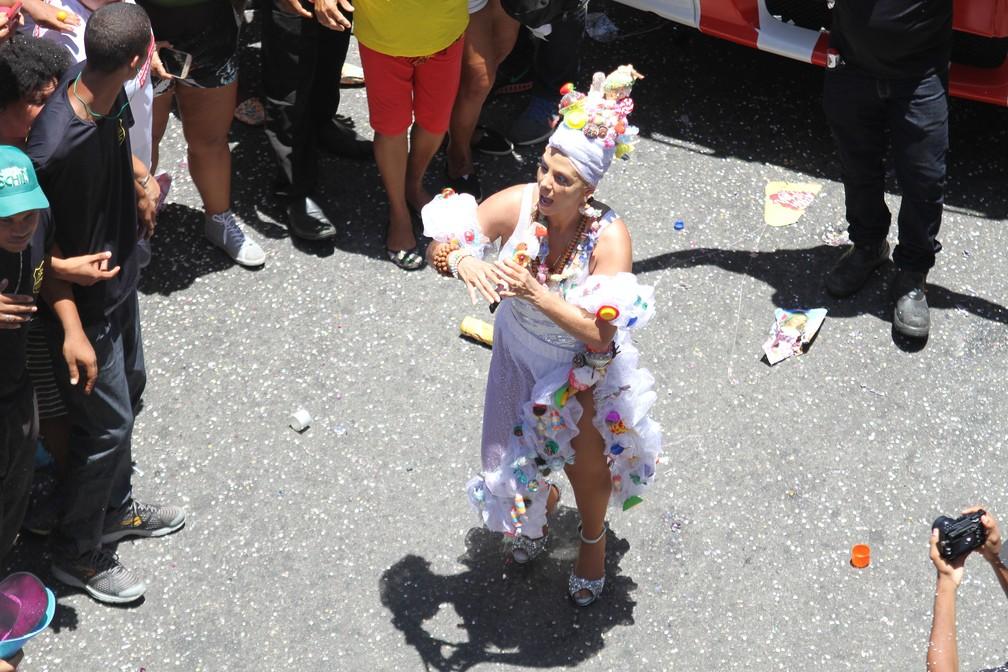 Carla Perez desceu para a pipoca (Foto: Tiago Caldas /Ag Haack)