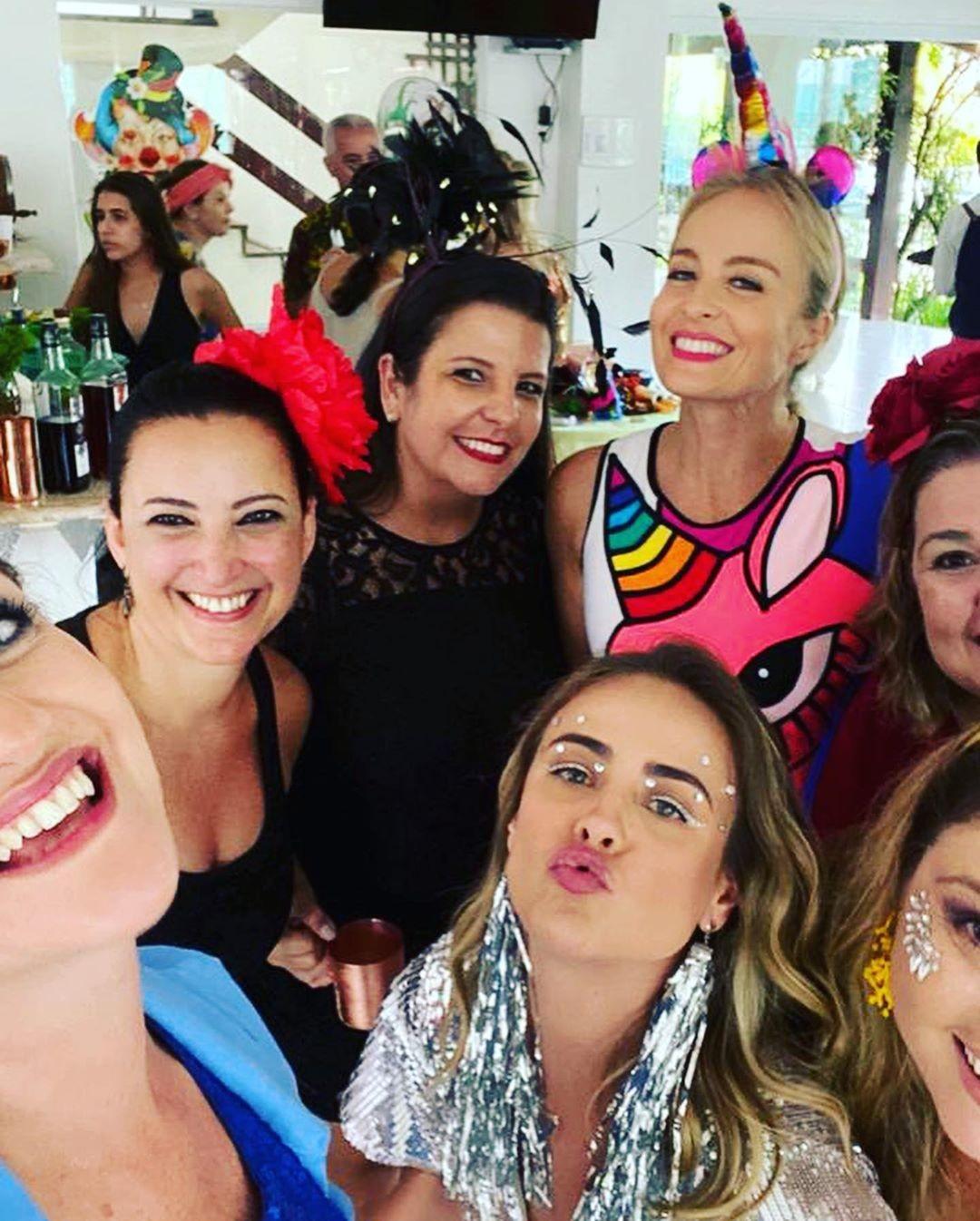 Angélica curte pré-Carnaval com amigos (Foto: Reprodução/Instagram)