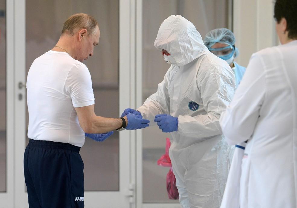 Vladimir Putin visita hospital nos arredores de Moscou onde são tratados pacientes com Covid-19 — Foto: Alexey Druzhinin / Kremlin / Sputnik/ via Reuters