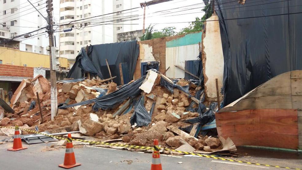 Essa foi a segunda vez que a fachada desabou após chuvas na capital (Foto: Pollyana Araújo/G1)