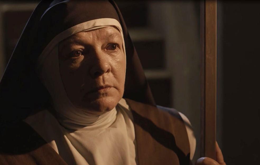 Irmã Imaculada fica surpresa com o que fica sabendo (Foto: TV Globo)