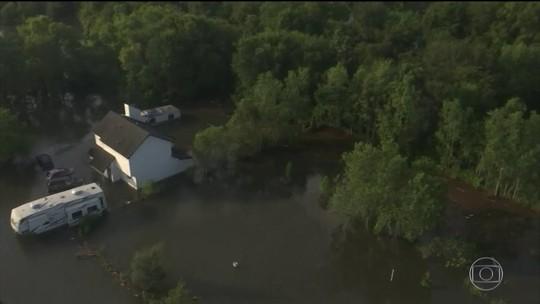 Enchentes causadas por Harvey afetam o sistema de água em Houston