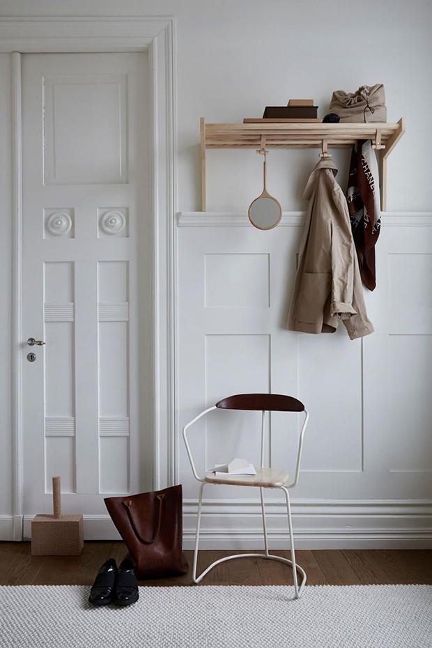 Décor do dia: hall de entrada decorado com poucos móveis (Foto: Smålands Skinnmanufaktur/Divulgação)
