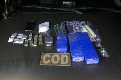 Motorista parado em blitz é flagrado com tabletes de maconha, cocaína e frascos de lança perfume