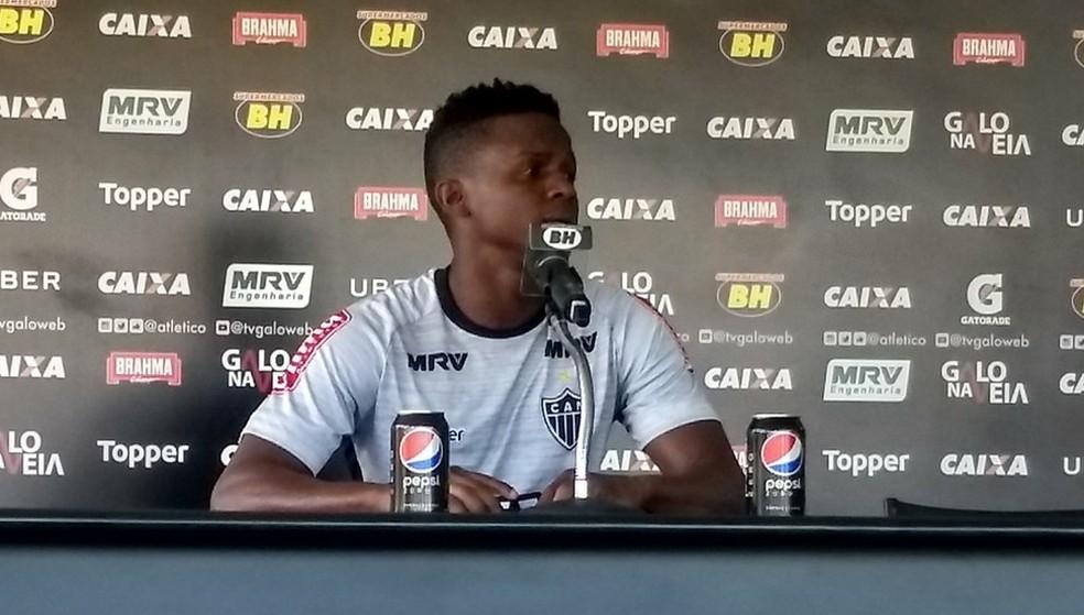 Cazares disse ainda estar conhecendo Ricardo Oliveiro, novo companheiro de quarto na concentração do Atlético-MG (Foto: Guilherme Frossard)