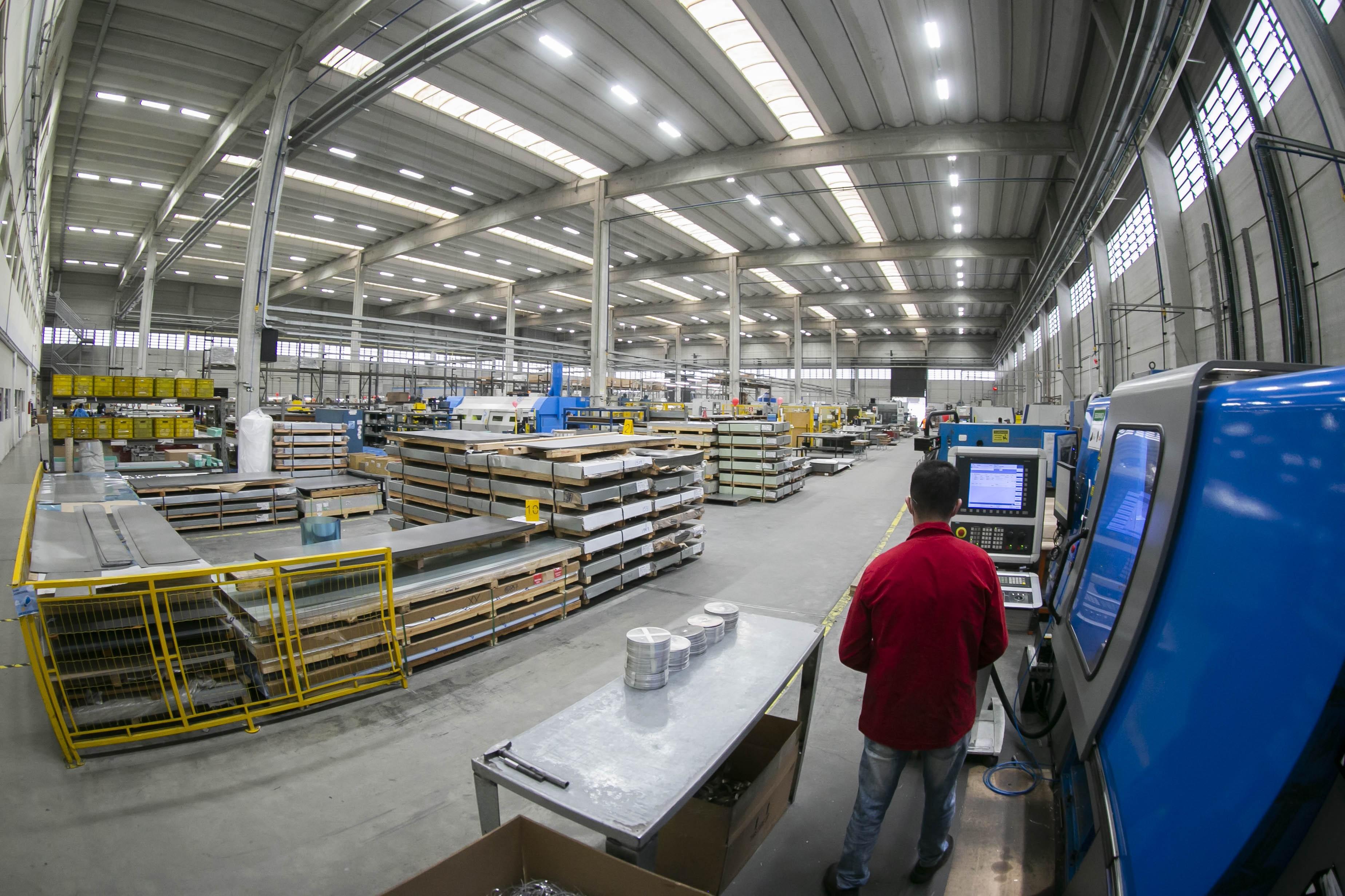 Planos de eficiência energética: redução de custos para a indústria