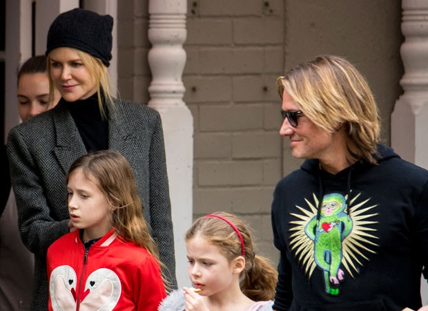 Nicole Kidman com o marido e as filhas (Foto: The Grosby Group)