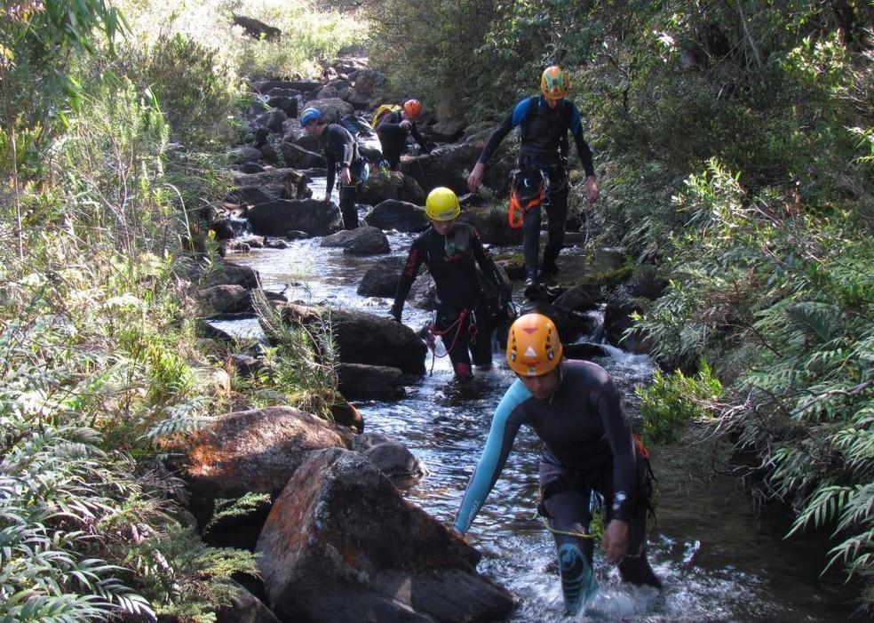 Esportistas exploram leitos dos rios em Baependi, MG (Foto: Divulgação)