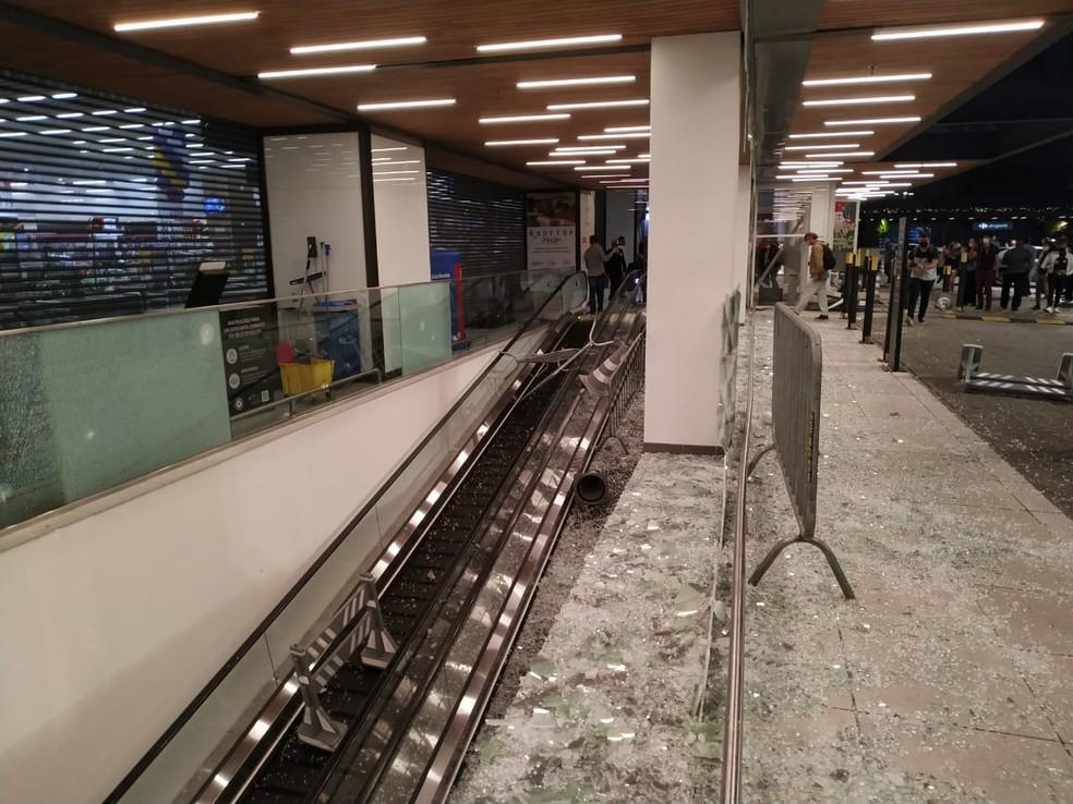 Escada rolante de shopping onde fica Carrefour ficou destruída após manifestação nesta sexta-feira (20) em SP — Foto: Divulgação
