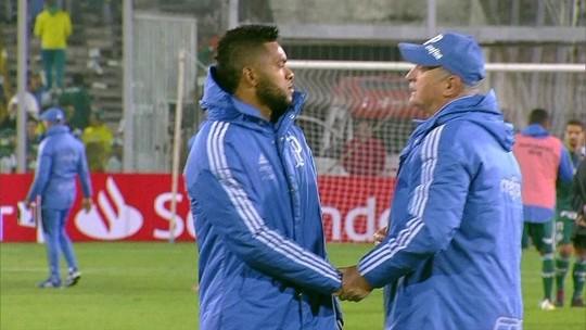 Borja se irrita ao ser substituído, mas ouve Felipão após vitória e se explica