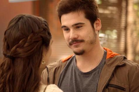 Nicolas Prattes e Juliana Paiva em 'O tempo não para' (Foto: Reprodução)