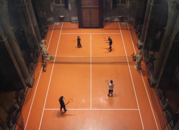 Dimensões reais, a quadra foi instalada em uma igreja dessacralizada  em Milão