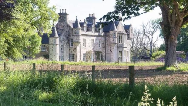 Castelo onde aconteceu o casamento de atores de Game Of Thrones fica na Escócia (Foto: Divulgação)