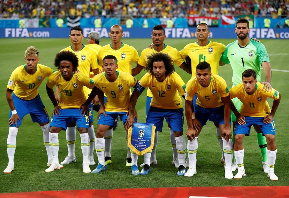 Seleção brasileira em foto antes do jogo contra a Costa Rica dce7a40f03f34